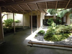 入口からみた庭